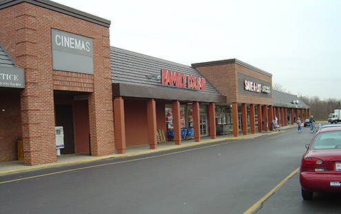 Street-level view of Colony Square Shopping Center in Lebanon, Ohio owned and managed by The Leathery Company.